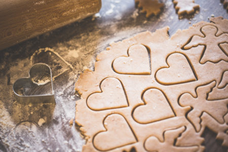 baking-christmas-lovely-hearts-sweets-picjumbo-com